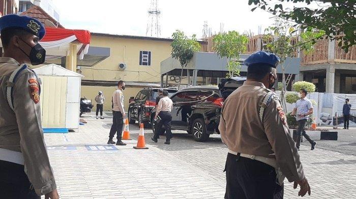 Tim penyelidik Internal Polri saat ini sedang mendatangi Mapolda Sumsel di Jalan Jendral Sudirman Palembang, Kamis (5/8/2021).