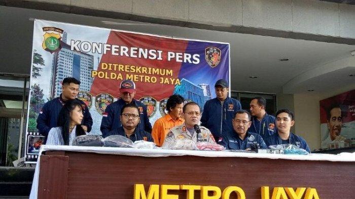 Polisi telah memeriksa FY (29), pelaku penyiraman air keras di tiga lokasi wilayah Jakarta Barat, setela di tangkap pada Jumat (15/11/2019) kemarin. Dalam pemeriksaan, pelaku mengaku melakukan penyiraman air keras agar orang lain merasakan derita kurangnya perhatian yang dialaminya. (KOMPAS.com/Muhamad Isa Bustomi)