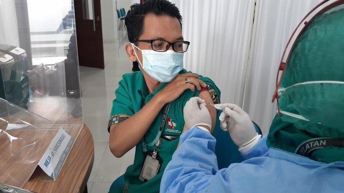 Cerita Tenaga Kesehatan di Tangerang Selatan Disuntik Vaksin Covid-19