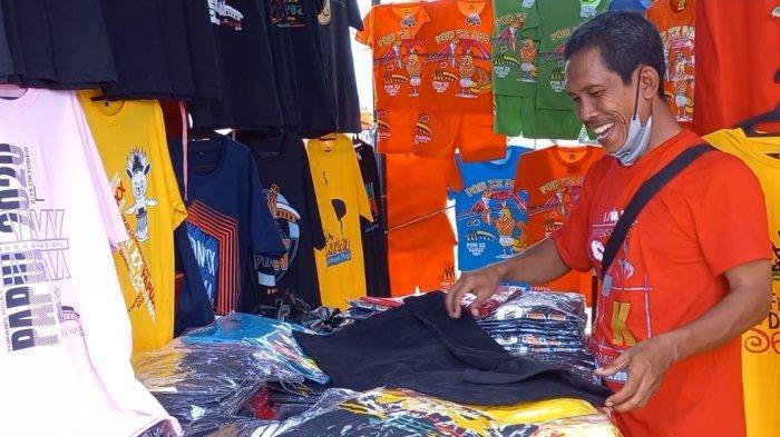 Cerita Pepen, Penjual Baju PON XX Papua Asal Bandung di Teluk Youtefa Jayapura
