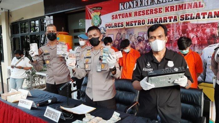 Dibantu Orang Dalam, Kepala Toko Terlibat Pencurian di Minimarket Pancoran