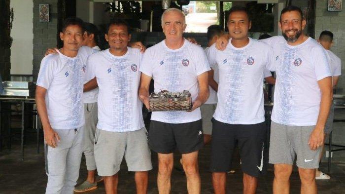 Momen Pelatih Arema FC Mario Gomez Stres dan Ketakutan Kena Prank