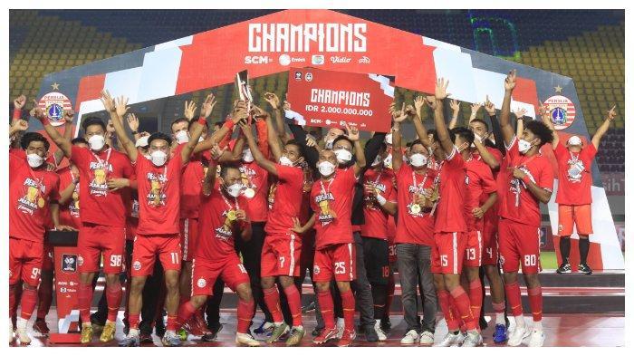 Perayaan gelar juara Persija Jakarta setelah merengkuh gelar Piala Menpora 2021 usai mengalahkan Persib Bandung di Stadion Manahan, Solo lewat skor 2-1, Minggu (24/5/2021).
