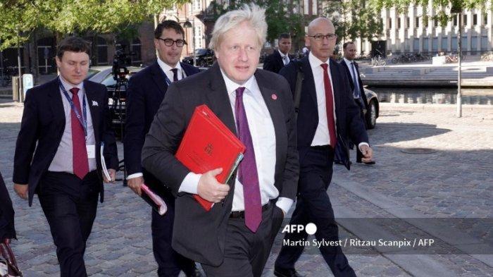 Perdana Menteri Boris Johnson (tengah) tiba untuk mengambil bagian dalam Konferensi Reformasi Ukraina internasional kedua pada 27 Juni 2018 di pusat konferensi Eigtveds Pakhus di Kopenhagen, Denmark.