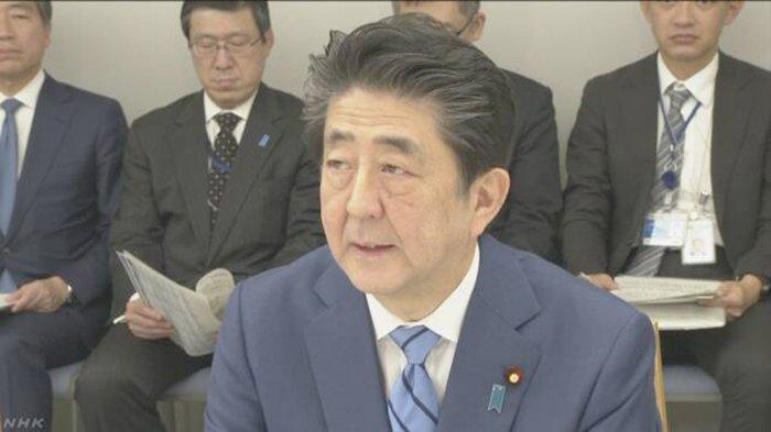 PM Jepang Shinzo Abe, Jumat (31/1/2020) saat mengumumkan larangan paspor China masuk Jepang.