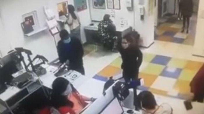 Kesal Tak Dilayani Petugas, Wanita Ini Lepas Celana Dalam dan Dipakai di Wajahnya