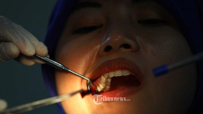 Rontokkan Karang Gigi Pakai Bahan Alami