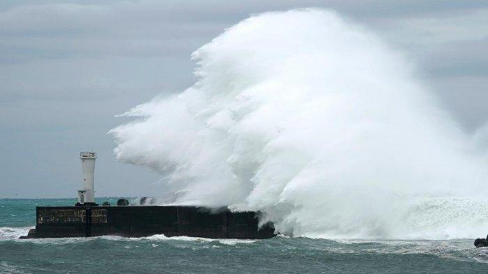 Peringatan Dini BMKG Akibat Typhoon Hagibis, Waspadai Gelombang Tinggi Capai 4 Meter