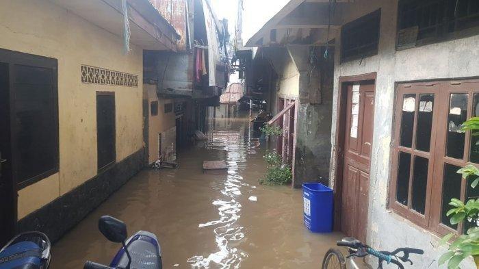 Permukiman warga Kebon Pala yang terdampak banjir luapan Kali Ciliwung, Jatinegara, Jakarta Timur, Minggu (25/10/2020)