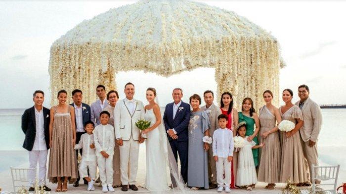 Julie Estelle dan David Tjiptobiantoro menikah di Maldives pada 25 Februari 2021.