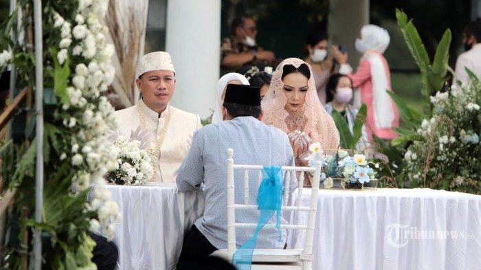Vicky Prasetyo resmi menikahi Kalina Ocktaranny di The Lodge at Jagorawi Golf & Country Club, Bogor, Jawa Barat, Sabtu (13/3/2021).