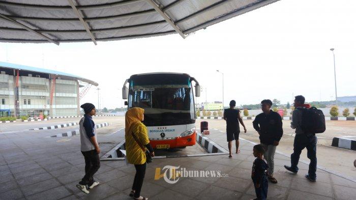 Ratusan Karyawan PO Demo di Terminal Pulo Gebang