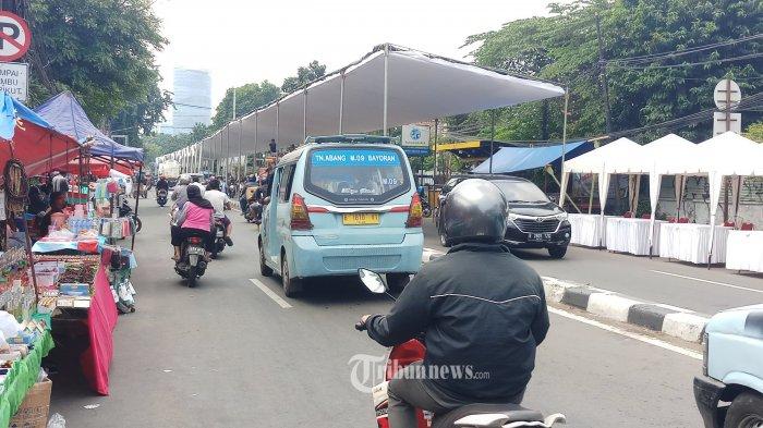 PERSIAPAN - Sejumlah persiapan tengah dilakukan panitia peringatan maulid Nabi Muhammad yang digelar Sekretariat DPP FPI di Jalan KS Tubun, Jakarta Pusat, Sabtu (14/11/2020). Dalam acara ini juga sekaligus akan dilakukan akad nikah putri dari Habib Rizieq Shihab. Dalam pelaksanaannya arus lalu lintas di jalan ini dialihkan ke jalan lain.WARTA KOTA/NUR ICHSAN (WARTA KOTA/WARTA KOTA/NUR ICHSAN)