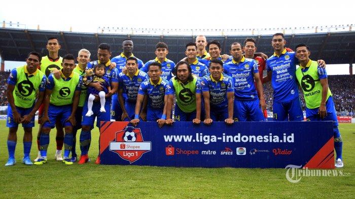 Pemain Persib Bandung berfoto sebelum melawan PSM Makassar dalam pertandingan terakhir Liga 1 musim kompetisi 2019 di Stadion Si Jalak Harupat, Bandung, Minggu (22/12/2019). Tuan rumah Persib Bandung berhasil melumat tamunya PSM Makassar dengan skor telak 5-2. TRIBUN JABAR/DENI DENASWARA
