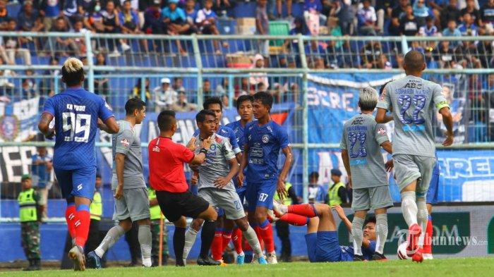BERITA POPULER : Persib Bandung Kalahkan Arema, Mario Gomez Minta Maaf, Robert Merasa Beruntung