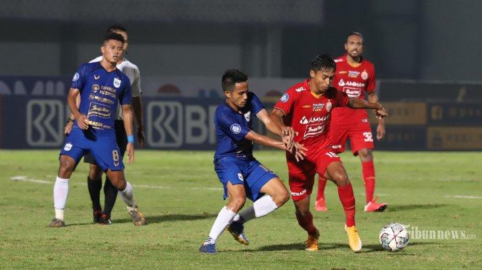Pemain Persija Jakarta berebut bola dengan pemain PSIS Semarang pada Kompetisi BRI Liga 1 di Stadion Indomilk, Tangerang, Minggu (12/9/2021). Tribunnews/Jeprima