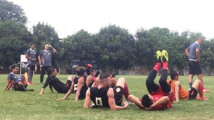 Para pemain Persija Jakarta melakukan latihan di Lapangan Halim Perdanakusuma, Jakarta, Minggu (29/9/2019). Tribunnews/Abdul Majid