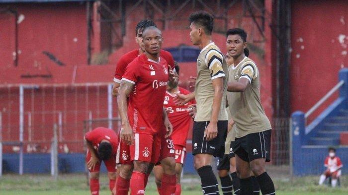 Pertandingan uji coba Persik Kediri vs Dewa United berakhir dengan kemenangan Macan Putih 2 - 0.