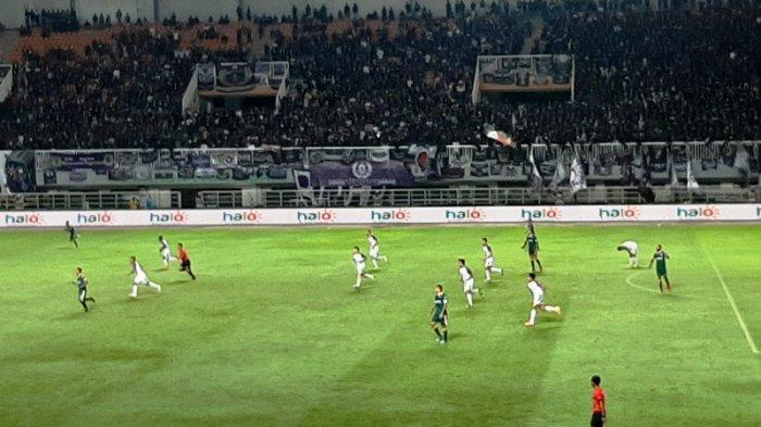 suasana pertandingan antara PS Tira Persikabo vs Persita Tangerang, Minggu (15/3/2020)