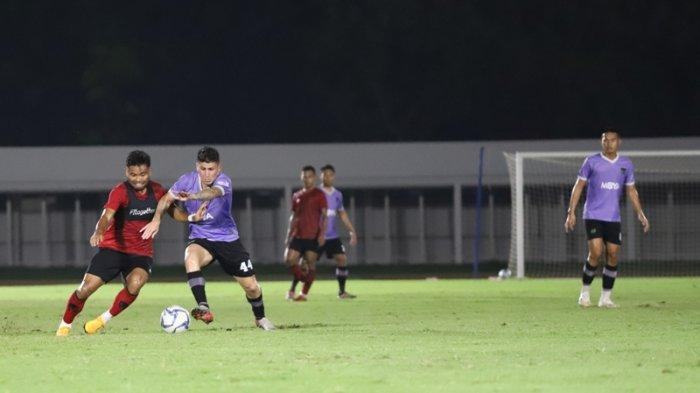 Persita saat laga Persita vs Timnas di Stadion Madya, Senayan, Jumat, (21/2/2020).