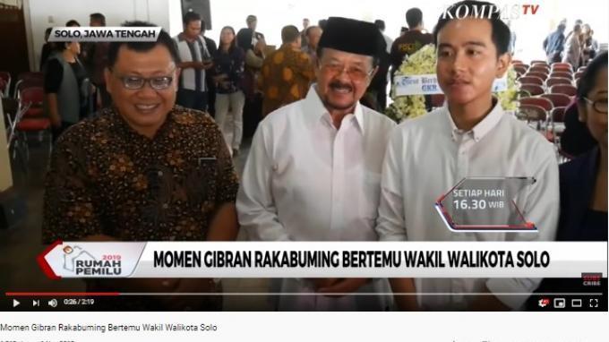 Gibran dan Achmad Purnomo menyempatkan diri untuk berfoto bersama saat secara tidak sengaja bertemu pada Jumat (1/11/2019).