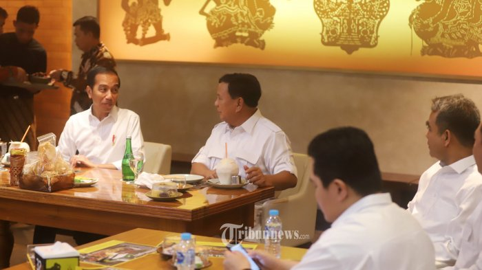 Kebahagiaan Dua Pramusaji Ikut Layani Makan Siang Jokowi dan Prabowo