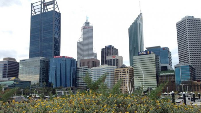 Nampak gedung-gedung tinggi menghiasi pusat kota di Perth, Australia Barat, Minggu (10/9/2017)