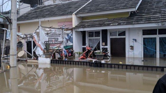 Lelah Lahir Batin, Warga Pasang Iklan 'Rumah ini Dijual, Dijamin Bebas Banjir Kalau Kagak Hujan'