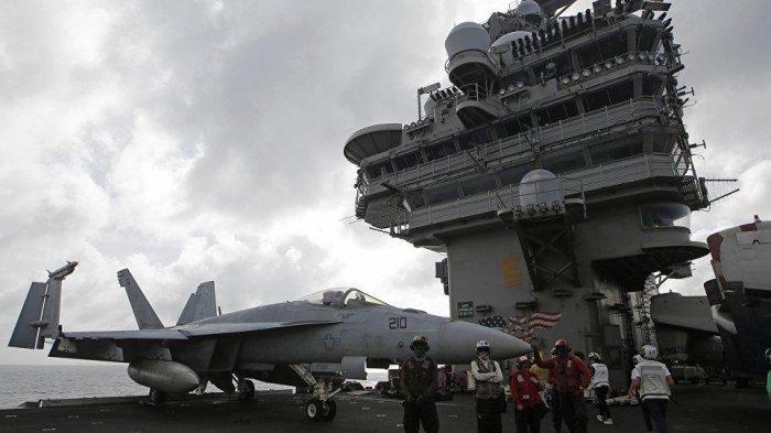 Pesawat di kapal induk militer AS