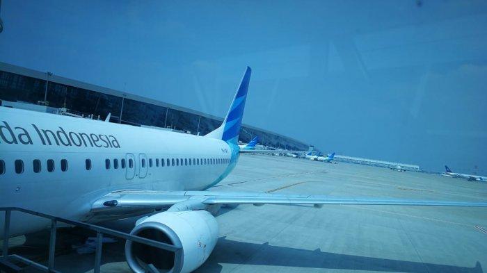 Pesawat Garuda Indonesia di apron Terminal 3 Bandara Soekarno-Hatta, Cengkareng, Banten.