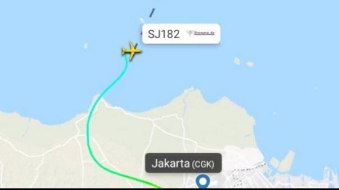 Pesawat itu hilang kontak 11 nautical mile lepas pantai Jakarta saat menanjak dari ketinggian 11,000 feet menuju 13,000 feet pukul 07.40 UTC atau sekitar pukul 14.40.