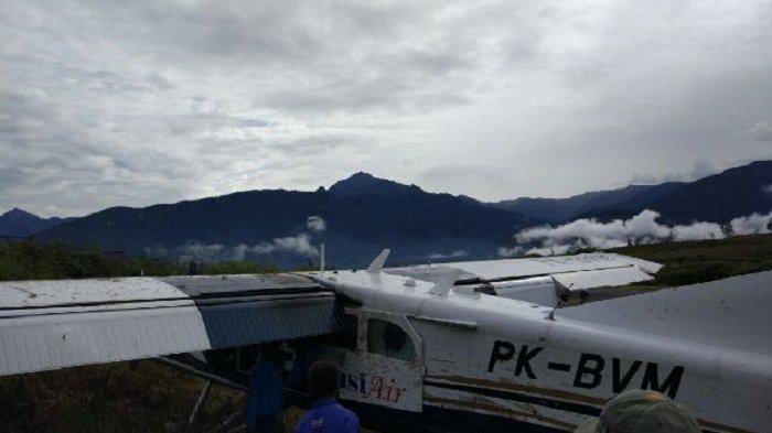 Pesawat Angkut Kargo Susi Air Terperosok Keluar Landas Pacu di Ilaga Papua