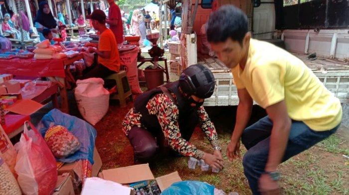 Razia di Pasar Tradisional, Polsek Teras Terunjam Bengkulu Sita 10.700 Petasan Cabe