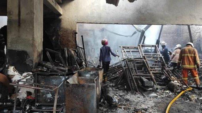 Gudang Alat Produksi Roti di Semarang Ludes Dilalap Api, Seorang Karyawannya Alami Luka Bakar