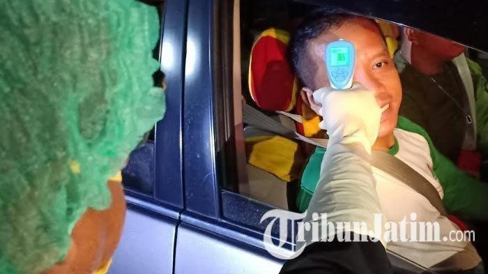 Pengguna Jalan Tol yang Keluar dari Exit Tol Dumpil dan Mejayan Madiun Diperiksa Suhu Tubuh