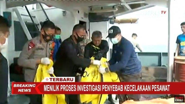 Hingga Senin (11/1/2021) sekitar pukul 08.50 WIB, petugas gabungan kembali menemukan beberapa barang pesawat Sriwijaya Air SJ-182 yang jatuh pada Sabtu (9/1/2021) siang.