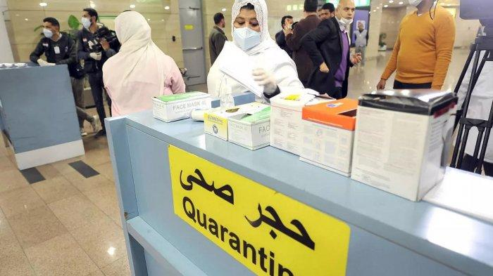 Petugas karantina Mesir mengantisipasi pandemi Corona.