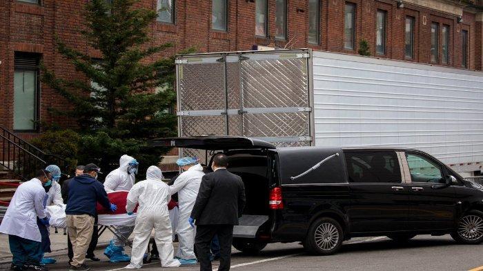 Beberapa rumah duka yang kewalahan untuk mengumpulkan jenazah korban virus corona, dan memaksa rumah sakit seperti Rumah Sakit Brooklyn untuk menyimpannya di trailer berpendingin.
