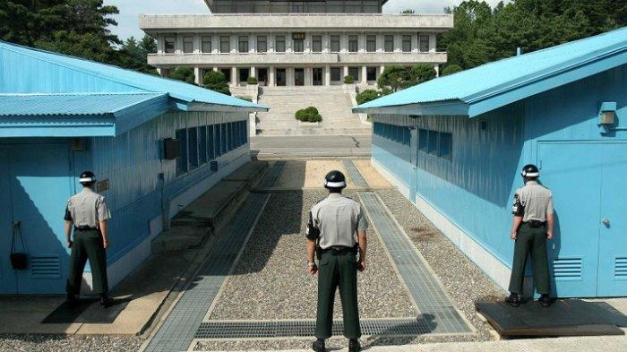 Petugas penjaga perbatasan Korea Utara dan Selatan