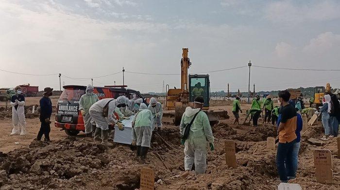 Pemprov DKI Sebut Ada 10 Petak Makam Korban Covid-19 yang Amblas di TPU Rorotan
