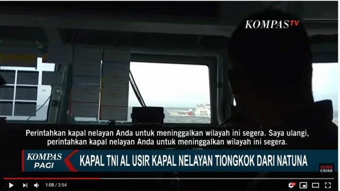 Petugas TNI AL peringatkan kapal China melalui alat komunikasi (Tangkap layar KompasTV)