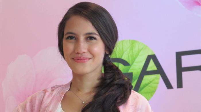 Manfaatkan Tanah Sang Mama, Pevita Pearce Bangun Masjid di Flores