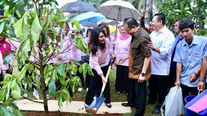 PIA DPR Gulirkan Gerakan Menanam 1000 Pohon