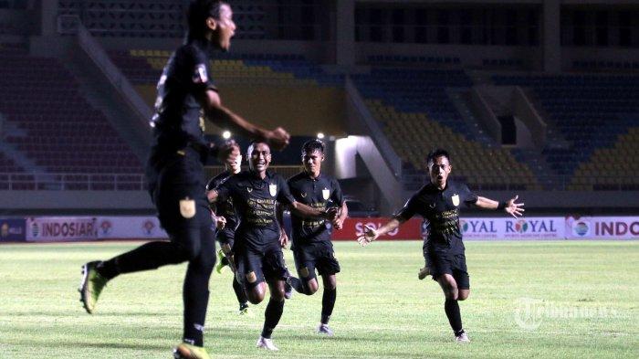 Winger PSIS Semarang, Komarudin merayakan golnya ke gawang Arema FC dalam laga Grup A Piala Menpora di Stadion Manahan, Kota Solo, Jawa Tengah, Selasa (30/3/2021) malam. Arema FC harus mengakui keunggulan PSIS Semarang dengan skor 2-3 (1-1). Tribun Jateng/F Ariel Setiaputra