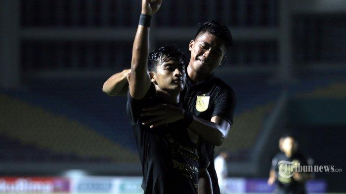 Bek sayap PSIS Semarang, Pratama Arhan melakukan selebrasi usai mencetak gol ke gawang Arema FC dalam laga Grup A Piala Menpora di Stadion Manahan, Kota Solo, Jawa Tengah, Selasa (30/3/2021) malam. Arema FC harus mengakui keunggulan PSIS Semarang dengan skor 2-3 (1-1). Tribun Jateng/F Ariel Setiaputra