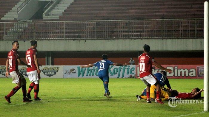 Alasan di Balik Taktik Unik Pelatih Persib Bandung Ubah Frets Butuan dari Winger Jadi Striker