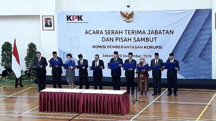 Pimpinan Komisi Pemberantasan Korupsi (KPK) dan Dewan Pengawas KPK membacakan pakta integritas jabatan periode 2019-2023