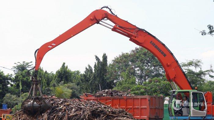Dinas LH DKI Angkut  286 Meter Kubik Sampah dari Manggarai, Kampung Melayu dan BKB Season City