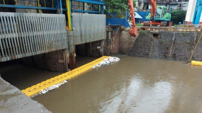 Pintu Air Manggarai Masih Berstatus Normal Meski Jakarta Diguyur Hujan Sejak Pagi