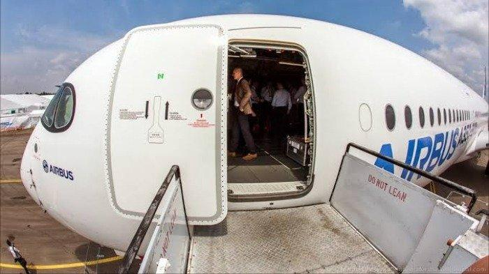 Tak Banyak yang Tahu, Ini Alasan Penumpang Selalu Diarahkan ke Pintu Sisi Kiri saat Naik Pesawat